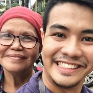 """Monyet, Tengok Sini"" - Ibu Bergurau Dengan Anak Di Bazar Ramadan"