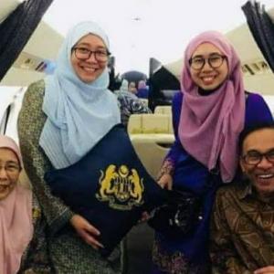 Rakyat Pertikai Anwar Ibrahim Dan Keluarga  Naik Jet Peribadi Ke Kelantan