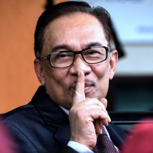 """""""10 Tahun Dalam Penjara, Nak Jadi Ahli Parlimen Biasa Pun Tak Boleh?"""" - Anwar"""