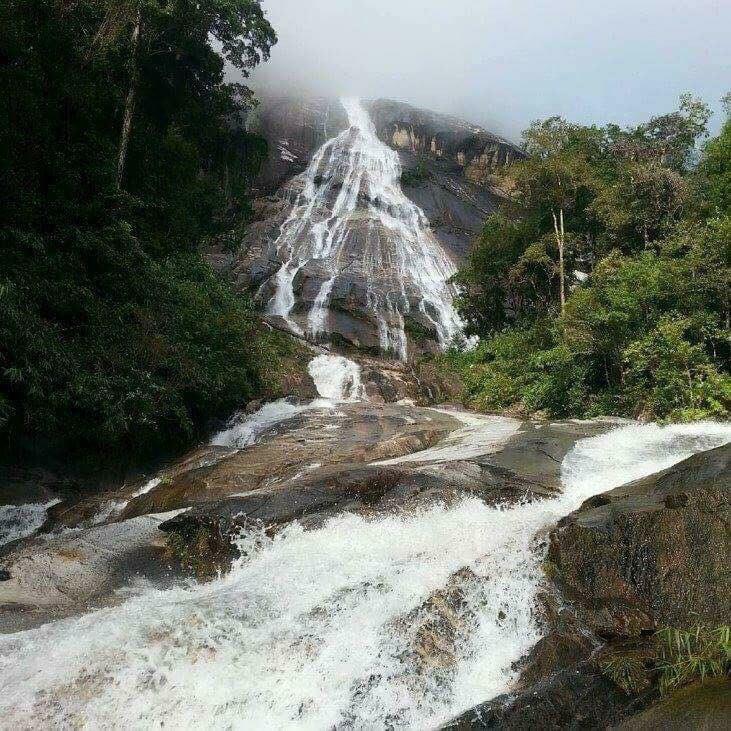 Air  Terjun  Tertinggi Di Asia Tenggara Ada Di Kelantan