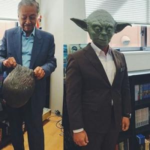Gelagat Lucu Tun Mahathir & Mazlee Bertopengkan Watak Filem Star Wars