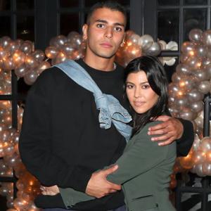 Kantoi Curang!  Kourtney Kardashian Putus Dengan Teman Lelaki Muda