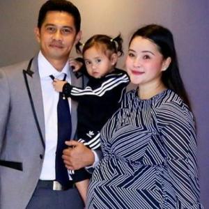 Tolong Suami Mengemas Walau Sarat Mengandung, Almy Nadia Dipuji-Puji