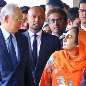 """""""Saya Hanya Curi Hati Najib, Lain Tak Curi"""" - Netizen Kencing Manis Baca Pick-Up Line Rosmah"""