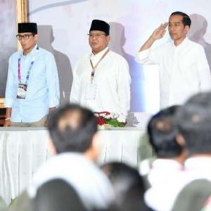 Cara Jokowi Berdiri Hormati Lagu Kebangsaan Diperdebat, Betul Atau Salah?