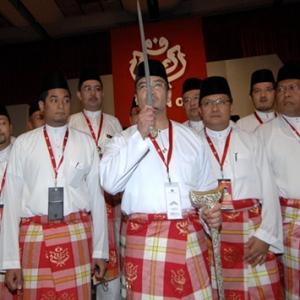 Tidak Akan Keluar Dari Umno, Saya Ada Maruah Diri- Hishammuddin