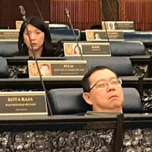 """""""Mata Saya Sedikit Kurang Sihat"""" - Guan Eng Jawab Isu Tidur Dalam Dewan"""
