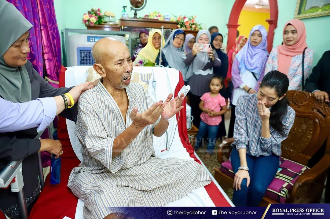 Sebak Tunku Tun Aminah Menangis Ketika Ziarah Zaibo