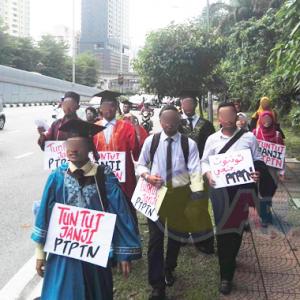 """""""Tak Malunya Dah Berhutang PTPTN Minta Free, Miskin Sangat Ke Tak Boleh Bayar RM50?"""""""