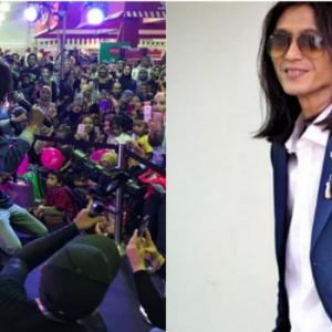Mujur Zamani Tak Tumbang Dirempuh Peminat Fanatik - Macam Sambutan Penyanyi Kpop Pula