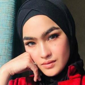 Elfira Loy Bercuti Dengan Tunang Di China, Ajak Sekali Bridesmaids Dan Dulang Boys
