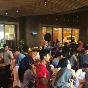 Penduduk Kelantan Sanggup Beratur 70 Meter, Nak Beli Air Starbucks 20 Sen