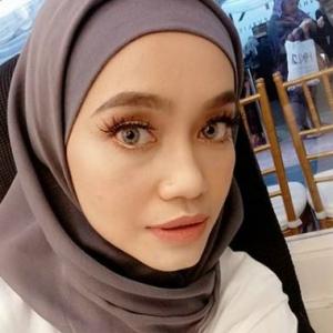 Bekas Madu Izreen Azminda, Throwback Video Kenangan Dengan Ude Wahid