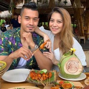 Mawar Rashid Mengidam Minum Air Kelapa, Terus Suami Bawa Bercuti Ke Bali