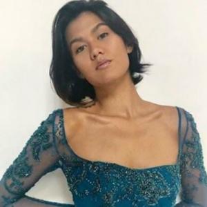 Alicia Amin Tayang  Lagi. Tanpa Baju, Tutup Buah Dada Dengan Tangan