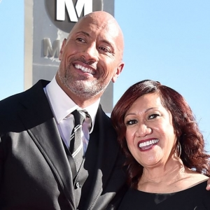 Wow! The Rock Kejutkan Ibu Dengan Hadiah Sebuah Rumah
