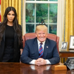 Ini Sebab Kenapa Kim Kardashian Dihujani Surat Dari Penjara