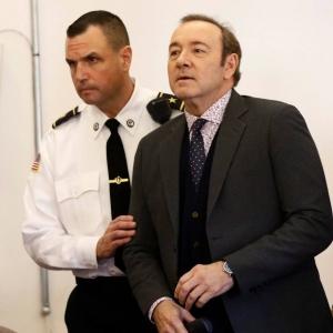 Meraba Kemaluan Remaja Lelaki, Kevin Spacey Dihadapkan Ke Mahkamah