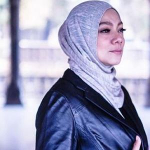 Mahu Beri Pengajaran, Linda Rafar Saman 100 Netizen