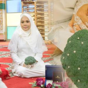 Bila Pasangan 'Sempoi' Kahwin, Lihat Apa Digunakan Untuk Bunga Tangan Dan Butang Bajunya!