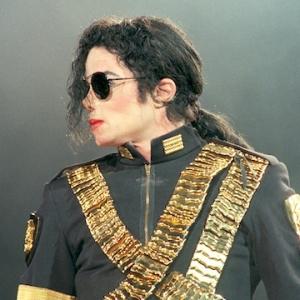 Tuduhan Terbaharu Dera Seksual Kanak-Kanak, Lagu Michael Jackson Kena Gam