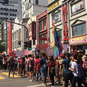 """""""Hidup LGBT!"""" Dilaungkan Di Dataran Merdeka Sempena Menyambut Hari Wanita Sedunia"""