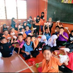 'Cikgu, Kami Tak Pernah Makan Pizza' - Guru Sanggup Buat 32 Pizza Mini Untuk Anak Murid