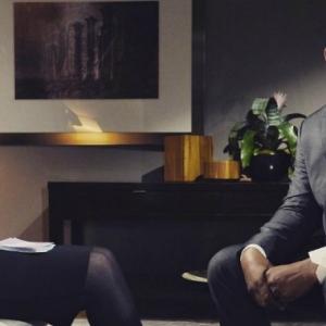 R.Kelly Nyaris Tumbuk Gayle King, Menangis Nafi Tuduhan Merogol Gadis Bawah Umur