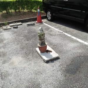 'Main Kasar Nampak, Cop Parkir Guna Batu Nisan!'