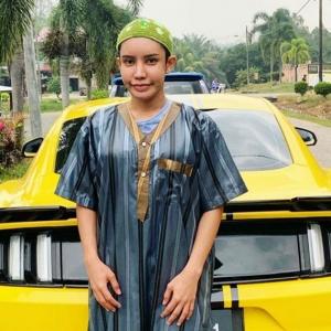 """""""Produk Dah Tak Laku Ke Tu"""" - Safiey Illias Dikecam Berpakaian Seperti Lelaki"""
