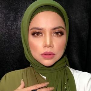 """""""Sia-sia Je Tua Tak Boleh Buat Anak"""" - Warganet Biadab Tinggalkan Komen Hina Datin Alyah"""