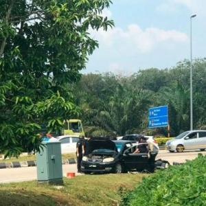 Patutlah Gelabah Ditahan Polis, Rupanya Sorok Bom Tangan Dalam Kereta