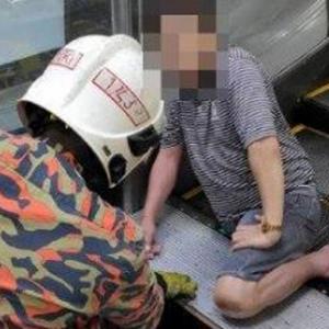 Seriau! Lelaki Tersepit Di Eskalator Kompleks Pertama Sampai Patah Kaki