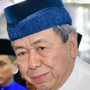 """Jangan Perguna Islam, Berhenti Debat Isu Zakat"" - Sultan Selangor"
