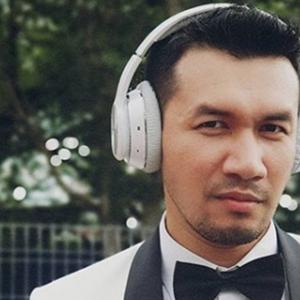 Ungku Ismail Minta Peminat 'Move On', Sokong Kerjaya Pelakon