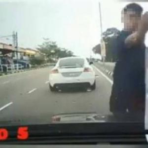 """""""Padan Muka"""" - Pembuli Jalanan 'Serang' Wanita Hamil, Dah Kena Tahan"""