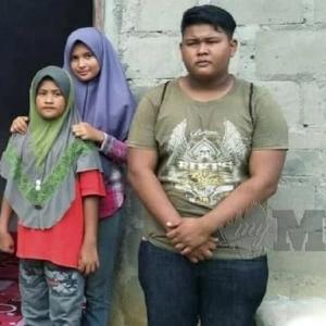 Ibu Ayah Dah Tiada, Abang Tiri 19 Tahun Tetap Jaga Adik Macam Keluarga Kandung..