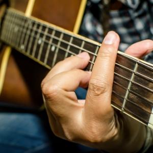 """""""Tolong RT, Saya Ingin Survive"""" - Cikgu Muzik Buat Kelas Belajar Gitar RM10 Sahaja Ketika PKP"""
