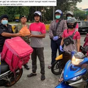 Hanya Orang Susah Yang Faham Waktu Getir Ini - Rider Dipuji Bantu 'Frontliner'