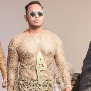 """Dia Buat Lagi Baju Melayu Nampak Nenen, Ini Ke Baju Akhir Zaman Tu?"" - Netizen"