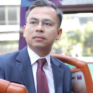 """""""Ahli Parlimen Yang Selalu Buat FB Live Perlu Lesen Finas Juga?"""" - Fahmi Fadzil"""