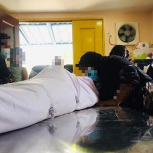 Anggota Pengurusan Terkejut Lihat 'Babak' Isteri Cium, Bisik Di Kaki Jenazah Suami