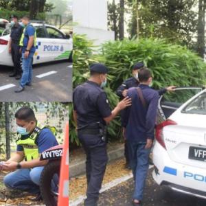 Polis bantu penunggang motosikal warga emas sesak nafas ketika ditahan di SJR, bawa pulang ke rumah