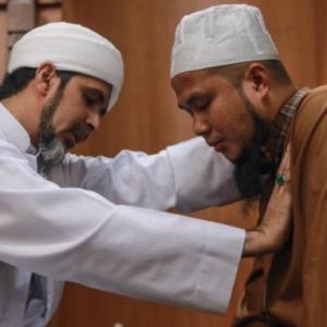 """Ya Allah Macam Mimpi…"", Ustaz Ebit Lew Teruja Dapat Bertemu Sheikh Habib Ali, Diberi Suntikan Semangat"