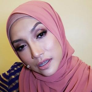 """""""Artis Malaysia sepatutnya boleh jadi jutawan, tapi..."""" - Ziana Zain"""