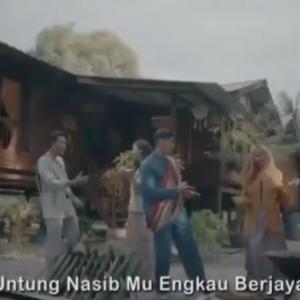 Biadab! Video Lagu Raya Ajak Berjudi Hina Umat Islam