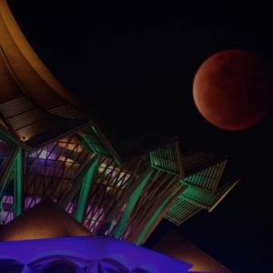 Fenomena 'bulan berdarah' muncul di langit Malaysia