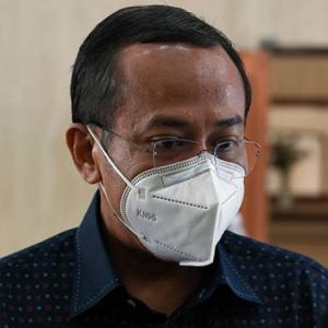 """""""Saya bangun pagi ini, masih lagi Menteri Besar yang sah,""""  Ahmad Samsuri Mokhtar"""