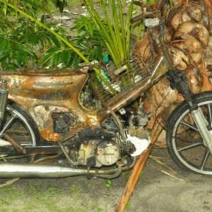 Motor Dibakar Bos Sebab Pinjam Kereta Sampai Habis Petrol