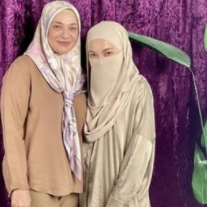 Mulia Hati Ibu Neeelofa, Beli 3 Ekor Ayam Agih Kepada Tukang Sapu